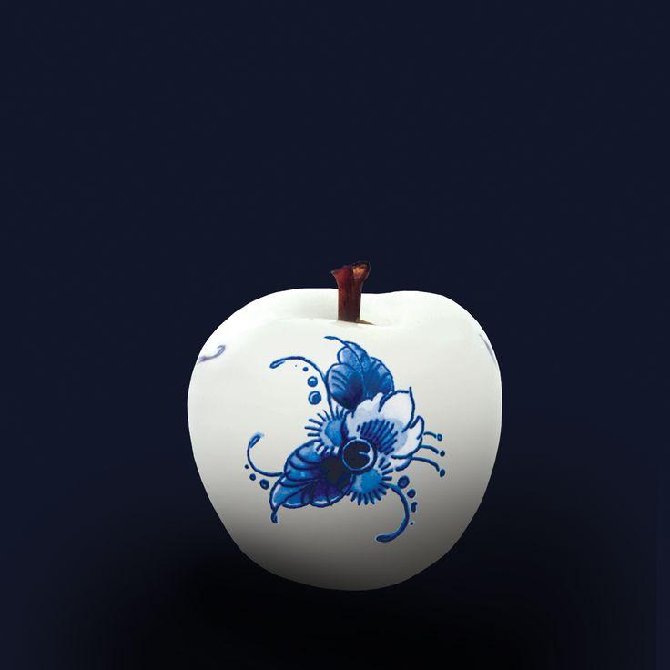 Stand 645 - Keramische appel uit the Royal Blue Collection Een appel uit The Royal Blue Collection, de nieuwste collectie van keramieken appels welke is gedecoreerd en/ of handgeschilderd door 'Royal Delft'.