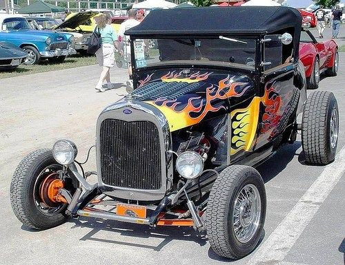 1928 Ford Model A Roadster - Black with Flames - Front Angle Classic Hot Rod, Classic Cars, T Bucket, Best Muscle Cars, Ford Models, Car Show, Old Cars, Cars And Motorcycles, Touring