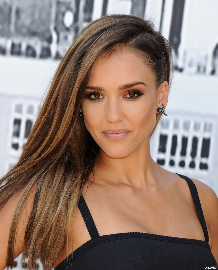 Jessica Alba loves organic makeup brand RMS Beauty