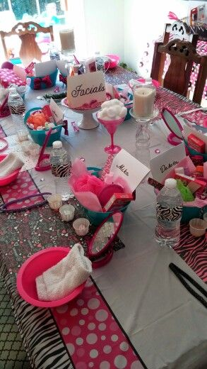 Spa party for little girls... cute goodie bag baskets at the facial station @janafischer1