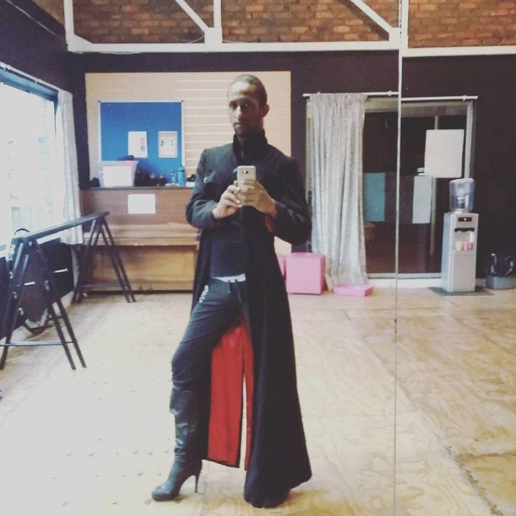 Weather got me feeling like #theone #matrix #blade #trenchcoat #cold #mornings #timetodance #makemondayyourbitch #dance #warm #summerbodyinprogress #ilovemyjob