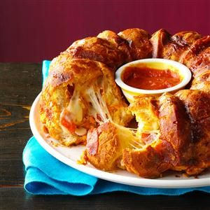 Pizza Monkey Bread | What a great idea for a pull apart bread recipe! Just look at all that cheese!
