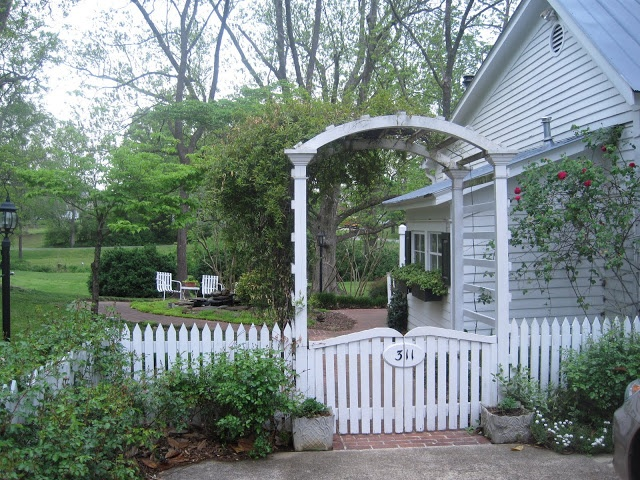 33 Best Picket Fence Landscaping Images On Pinterest
