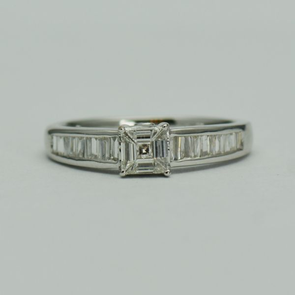 Inel cu diamante, din aur alb de 18k