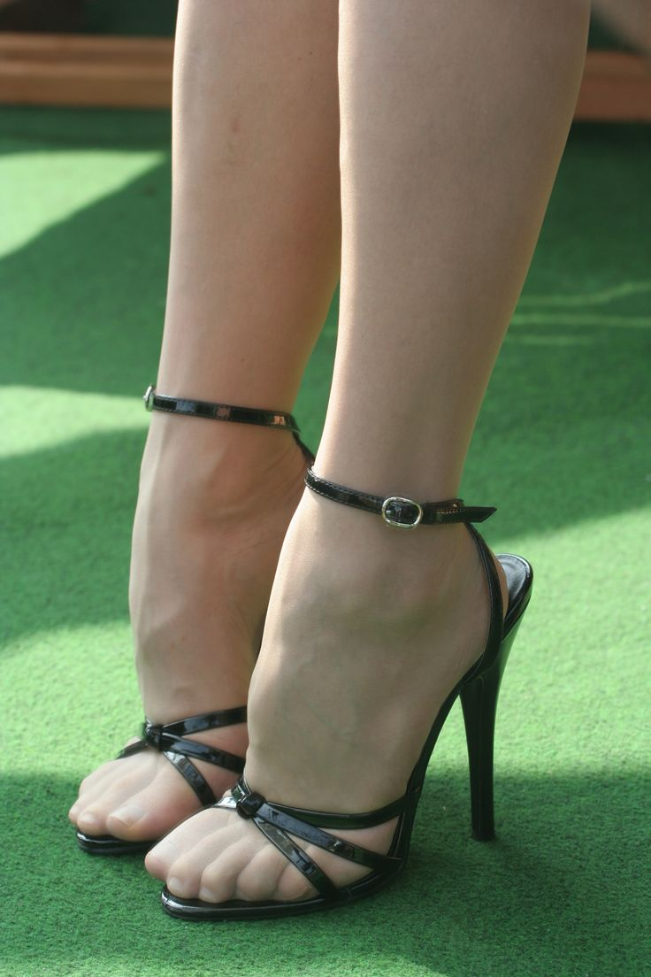 17 Best images about Pantyhosed feets on Pinterest   Nina