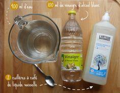 LAVE GLACE - 900 ml d'eau 100 ml de vinaigre 2 cuillères à café de liquide vaisselle Option gel pour l'hiver : ajouter de l'alcool ! Et dans la pratique c'est tout simple : Mélangez tous les ingrédients C'est prêt ! http://grandmerefeuillage.com