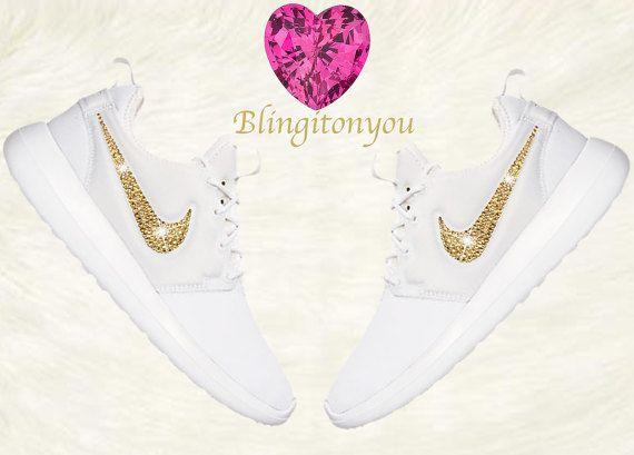 Bling Nike Damen Roshe zwei weiße Schuhe aufgemotzt mit Gold