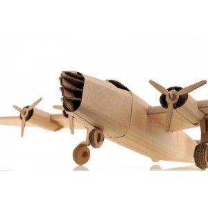Witajcie w poniedziałkowy poranek!   Prezentujemy nową ekologiczną zabawkę od polskiego producenta Leolandia.   Leolandia L02031 - Liberator - Duży samolot z tektury do składania dla dzieci oraz dorosłych.   Czy przypomina bombowiec Liberator B24? Sprawdźcie sami:)  #Leolandia #SamolotzTektury #ZabawkazTektury #Liberator #LeolandiaL02031