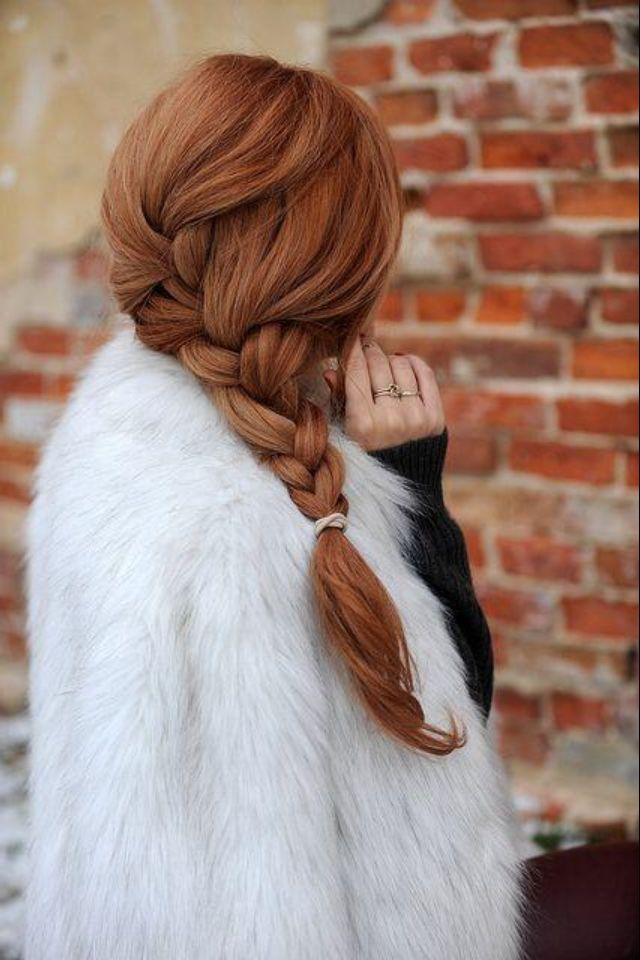 Cute big and loose side braid! Adorbs!