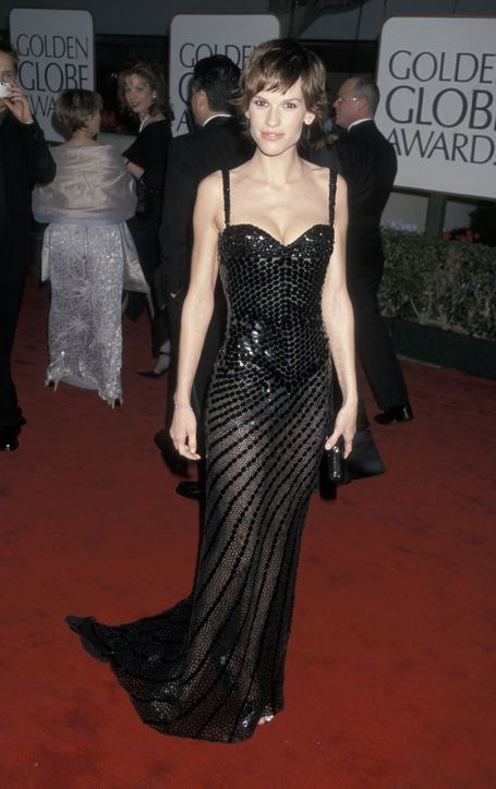The Best Golden Globes Dresses of All Time: Glamour.comBest Golden Globes Dress: Hilary Swank in Versace, 2000 A year after her gender-bending star turn in Boys Don't Cry, Hilary Swank showed off her feminine figure in a curvy Versace gown at the 2000 Golden Globe Awards.