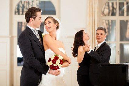 Die im Hochzeitstanzkurs angebotenen Tänze Wiener Walzer, Langsamer Walzer, Disco Fox und Foxtrott werden Sie auf Ihrer Hochzeitsfeier und bei späteren Feierlichkeiten stets begleiten. Sie besuchen…