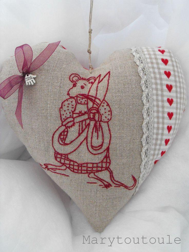 Les 25 meilleures id es concernant coussin en forme de c ur sur pinterest oreiller rose de - Differente forme de coussin ...