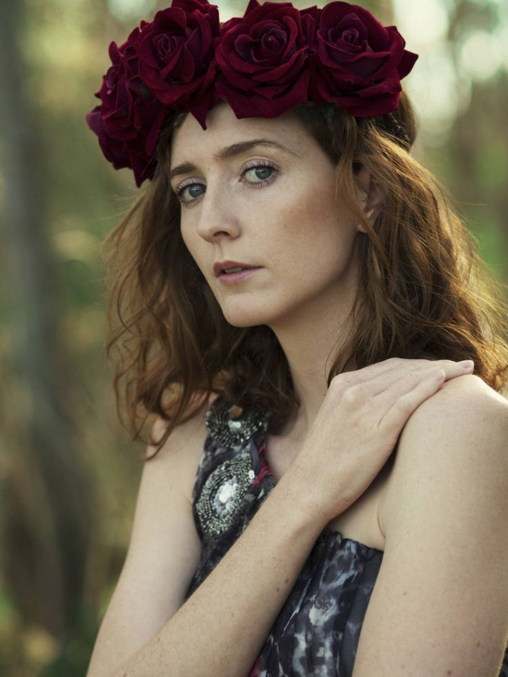 ♥ Whimsical Bohemian fashion Red rose crown handmade with great care and attention to detail.  ♥ 'BoutiquebyBrendaLee' label in the back On Instagram Flower crown handmade by me @boutiquebybrendalee Photographer @francismendoza Model @chloemoyne