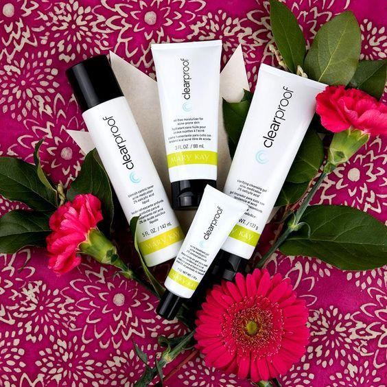 Have you had issues with clearing up your skin in the past?  Look no further than this Mary Kay Clearproof Skin System!