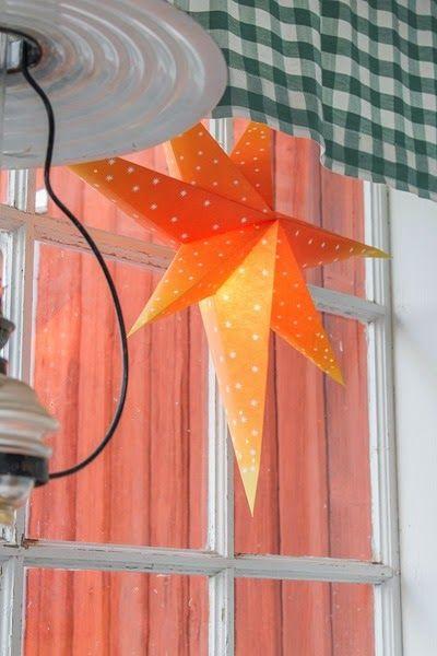 Jul på verandan. Foto: Erika Åberg #byggnadsvård #gamla #hus #veranda #fönster