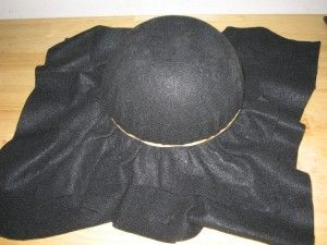 How to make a tricorn hat | http://homemadeplayforkids.blogspot.com/2011/08/how-to-make-jack-sparrows-tricorn.html