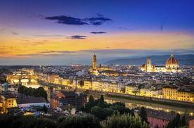 Groupon - Firenze, Al Canto B&B - Una o 2 notti con colazione continentale da 49 € per 2 persone a Firenze. Prezzo Groupon: €49