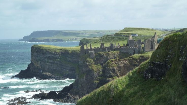 Nordirland - Dunluce Castle war einst eine mittelalterliche Burg-Anlage (Foto: SABINE KLIER)