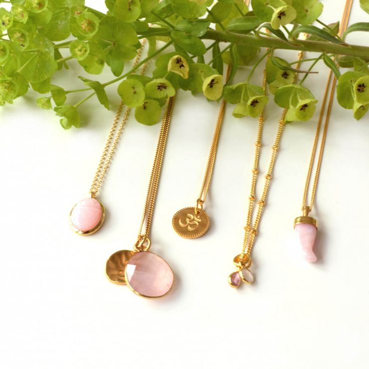 Necklaces from Syster P in gold with pink opal