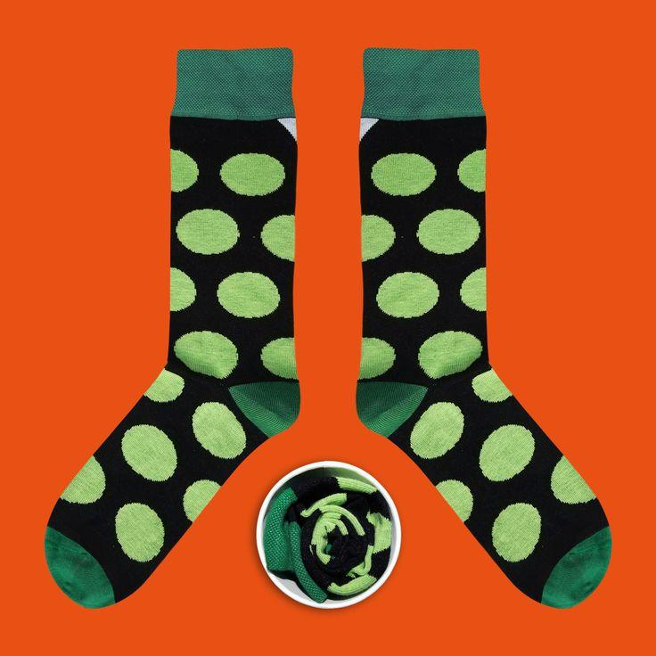 Model: Czarne skarpety w zielone grochy Seria:  Sox with the chickenpox [|] #cupofsox #skarpetki #skarpetka #socks #sock #womensocks #mensocks #koloroweskarpetki [|]