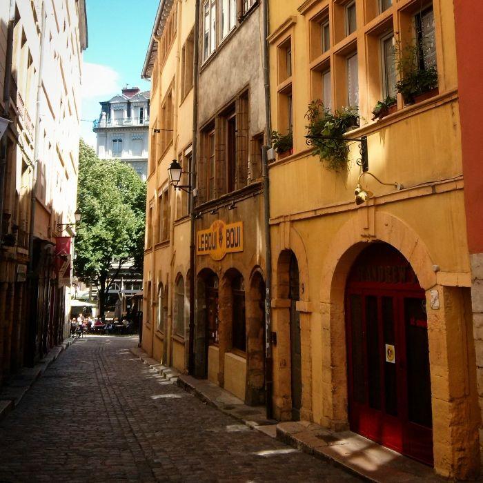 Lyon- get lost with me!  #onlylyon #lyon #france #roofs #french #houses #travelblog #blog #blogger #kokopelia #erasmus