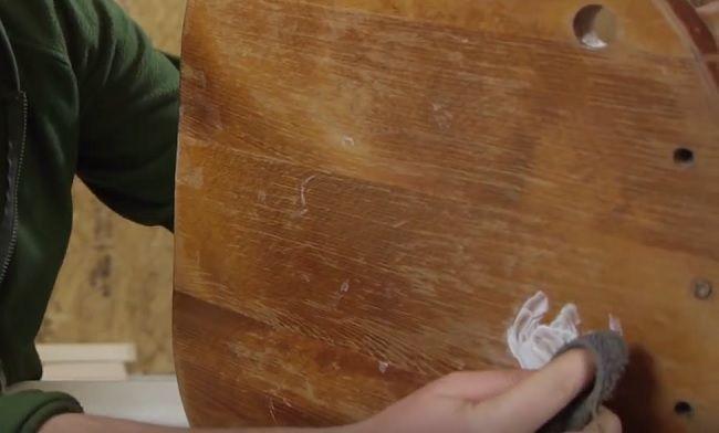 Video: Touto obyčajnou pastou odstránite z dreva škvrny od vody