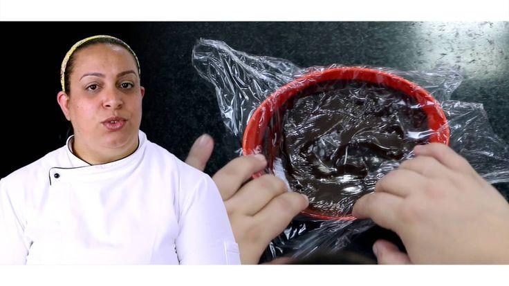 Ganache para trabalhar com Bicos - Tutorial   Ganache Meio Amargo 300 g de Chocolate Meio Amargo Melken Harald  300 g de creme de leite com soro (lata) 30 g de glucose de milho