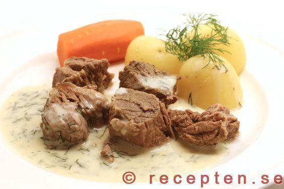 Dillkött - Klassiskt recept på dillkött som du kokar i en stor gryta med krondill eller vanlig dill och sedan gör en god dillsås på spadet. Enkelt och billigt storkok!