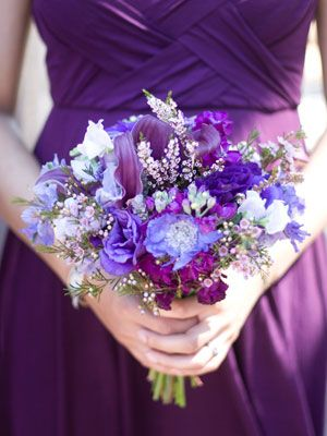 The Bridesmaid Bouquets    Your bridesmaid bouquets complement your own and can be a gorgeous accent to their dresses in photos.