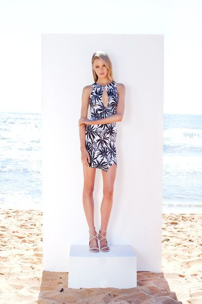 http://www.winonaaustralia.com/products/w02dr11-island-holiday-keyhole-dress