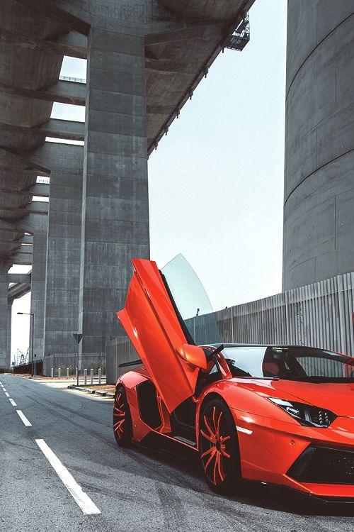 *Lamborghini Aventador