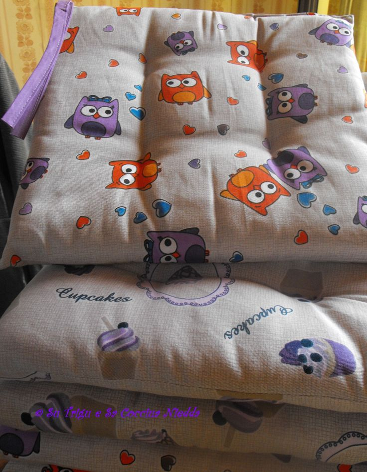 nuovi cuscini per le sedie di sala da pranzo e cucina, con decoro di cupcakes e dolci civette..civettuole <3