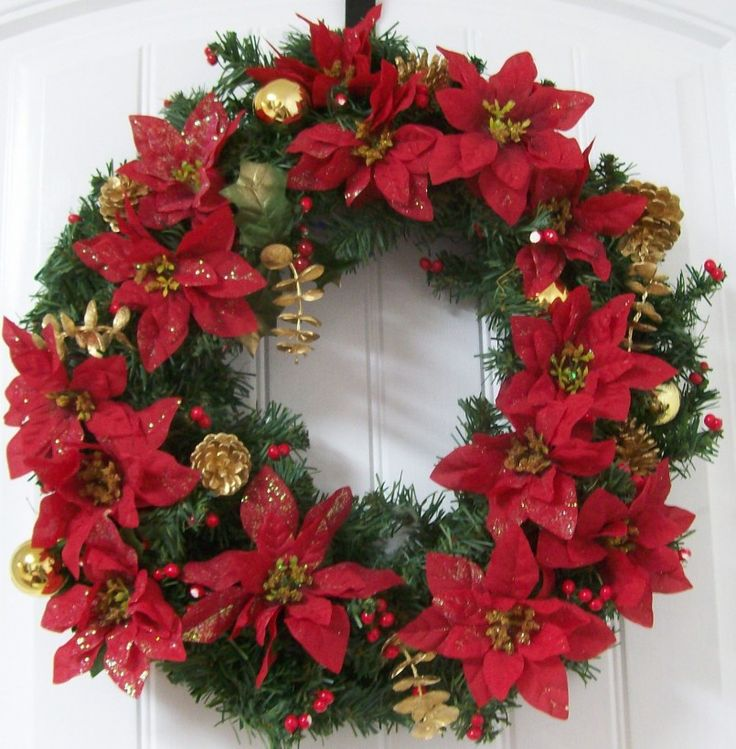 An adorable red wreath makes a perfect gift for Christmas! #Christmas #wreath #red #RedWreath #gifts #ChristmasGift #surprise  flora2000.com