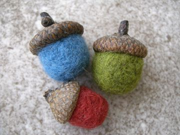I am so in love with felted acorns (and all things felted) right now!