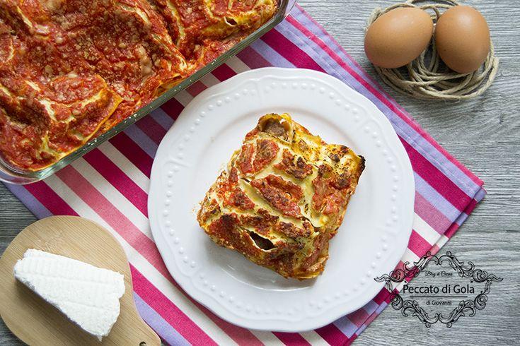 Le lasagne napoletane, conosciute anche come lasagne di carnevale, sono davvero irresistibili grazie al loro ripieno di uova sode, polpettine e ricotta!