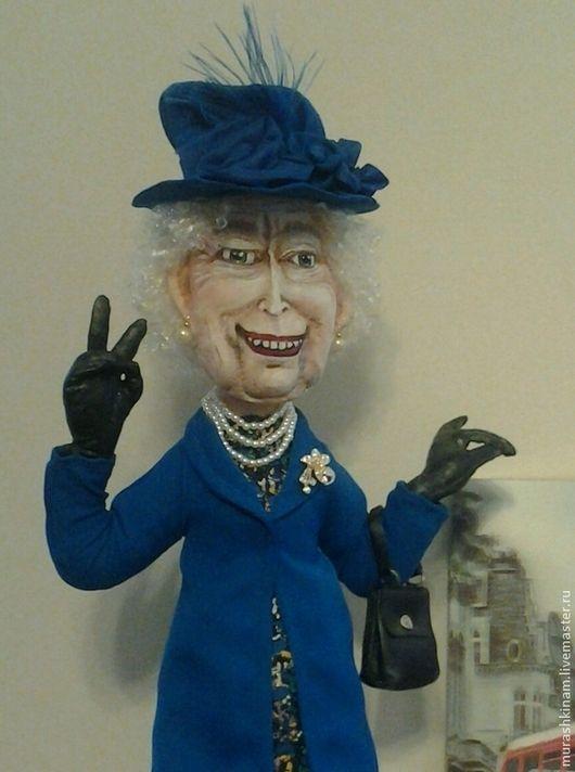 Королева Елизавета II. Интерьерная текстильная кукла купить в подарок