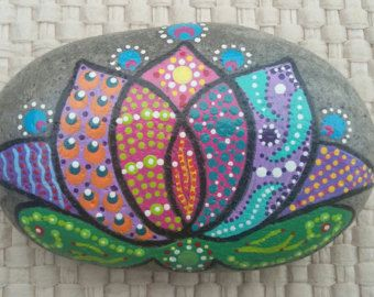 Concha arte piedra por GriffinArtStones en Etsy                                                                                                                                                                                 Más