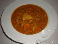 Polévka z červené čočoky.Tento recept byl vyzkoušený v restauraci Country Life v Praze. Také jsem ho vyzkoušela a je vynikající.
