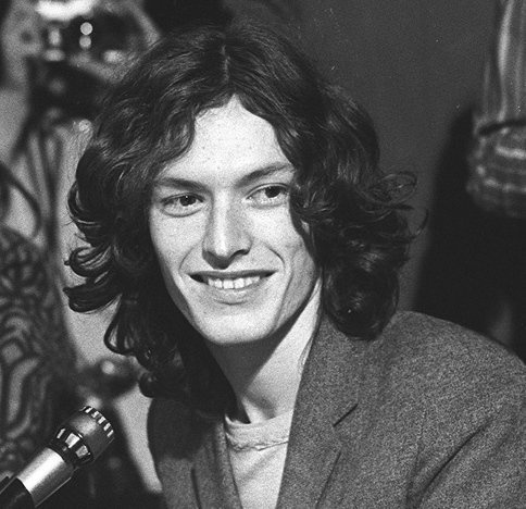 Steve Winwood (May 12, 1948) British guitarist, keyboardist, singer and songwriter known from the bands Blind Faith, The Spencer Davis Group and Traffic.