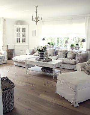 Stue - grå gulv + sofa og bord. #shabbychicfurnituresofa