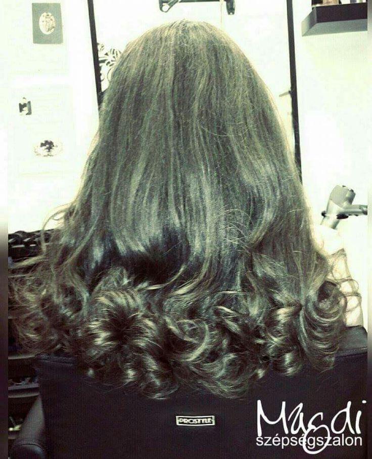 Hosszú, gyönyörű haj...öröm vele dolgozni