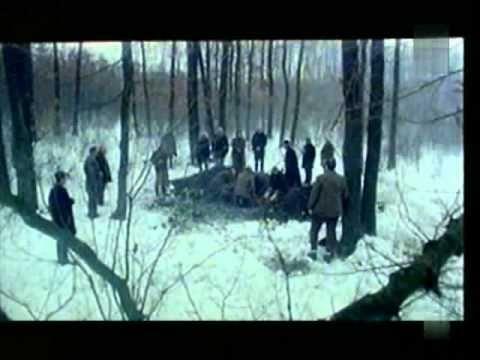 Undeva in Est (1991) cu Dorel Visan, Maria Ploae. In anii '50, in timpul campaniei de colectivizare a satelor din Transilvania, rezistenta opusa de tarani la presiunile autoritatilor se soldeaza cu pierderi de vieti omenesti.