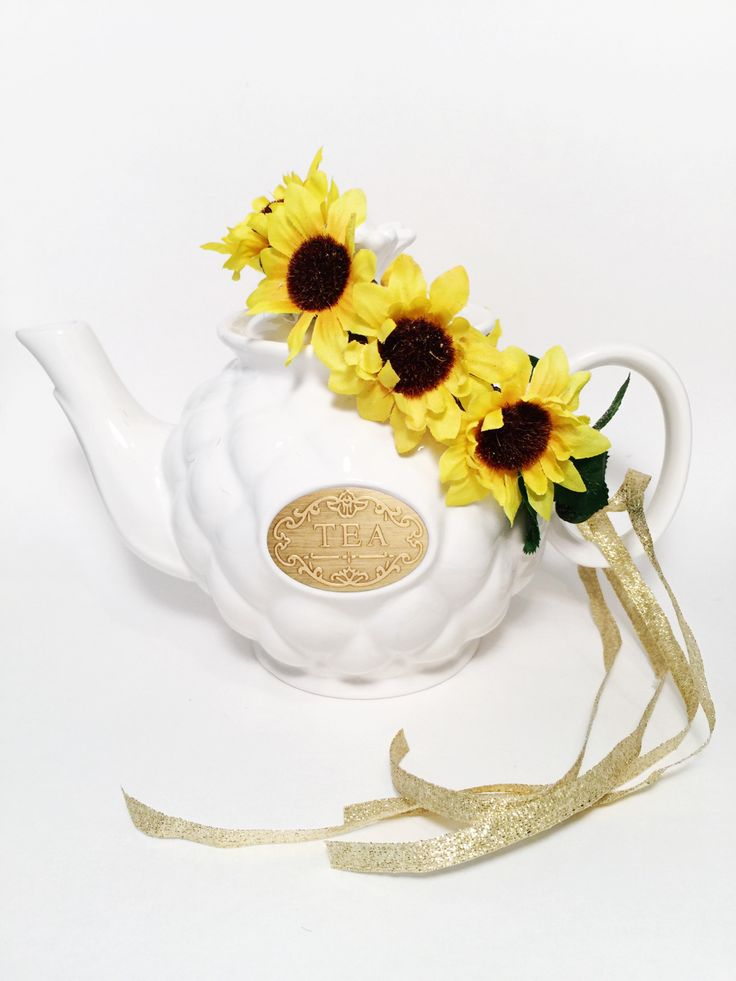 Adjustable tie-back sunflower crown. Made with silk flowers, and wired twine. Lined with felt for wearing comfort!