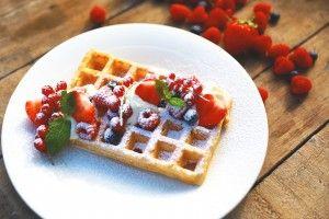 Brusselse wafels met slagroom en rood fruit - Recept | 24Kitchen