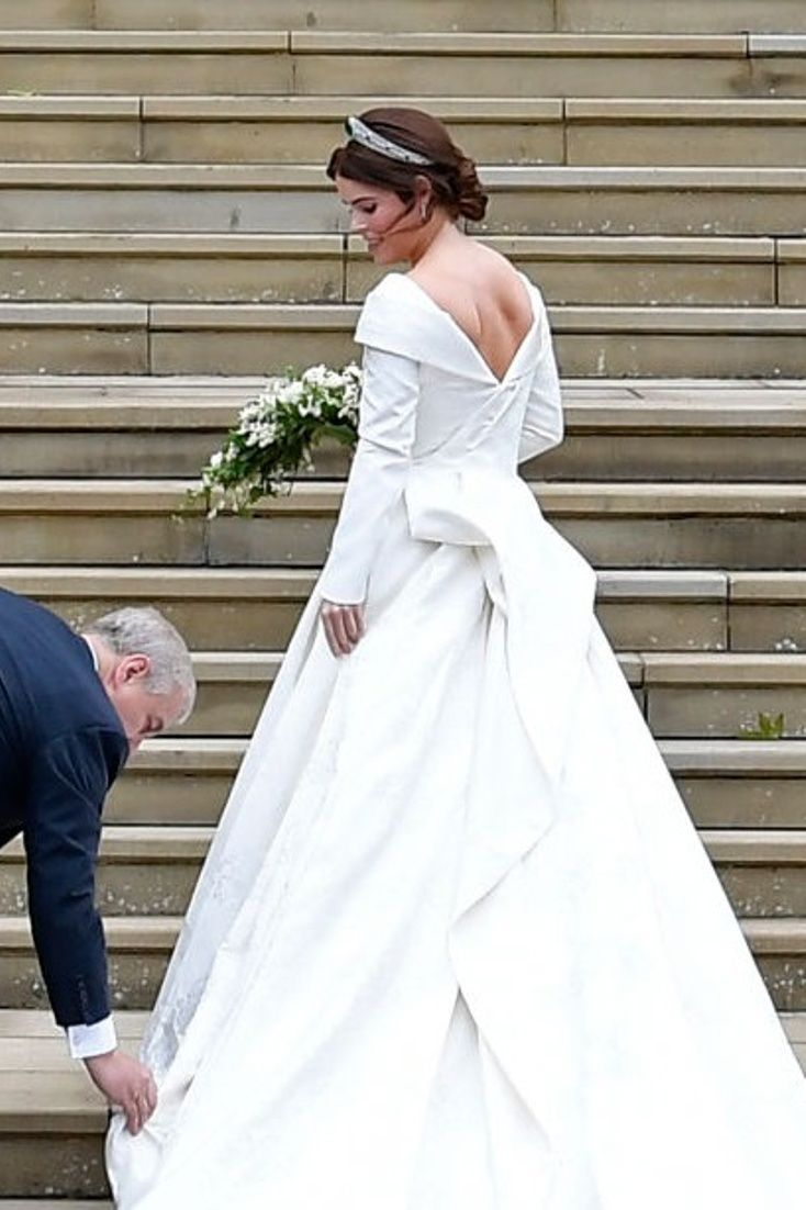 Princess Eugenie S Wedding Gown Was Everything I Hoped It Would Be Royal Wedding Dress Wedding Dresses Celebrity Wedding Dresses [ 1102 x 734 Pixel ]