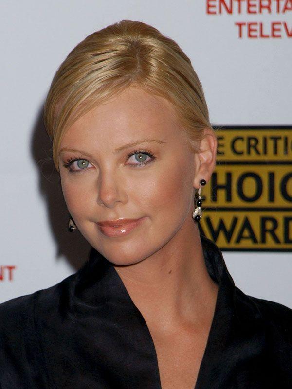 ¡Felicidades, Charlize! Repasamos 40 'looks' de la actriz en su 40º cumpleaños - Foto 5