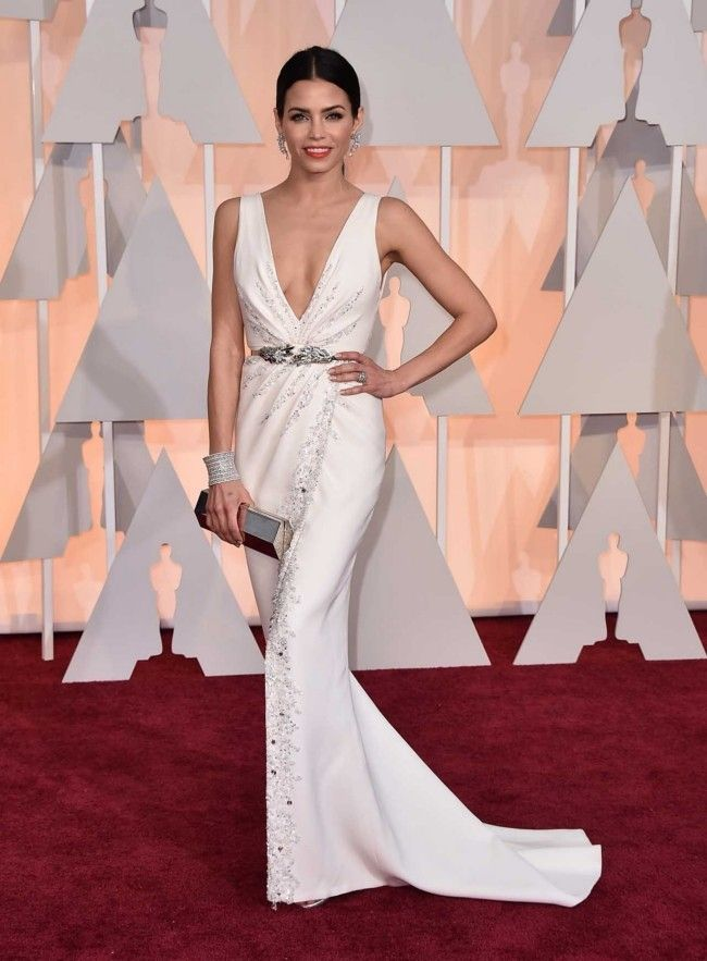 87th Academy Awards: Oscars 2015 red carpet : Jenna Dewan Tatum in Zuhair Murad Couture with Stuart Weitzman shoes, Lorraine Schwartz jewels, and a Lee Savage bag