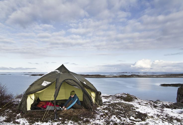 VARANGER DOME. A perfect tent for use in large groups. Varaiant for 4-6 persons or 8-10. Can be used with a stove for extra comfort.  #Helsport #Varanger_dome #tent