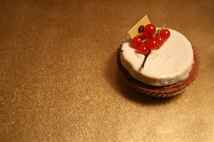 Used to be signature item from the Payard Bakery back in the day. Sakura petit gâteau.