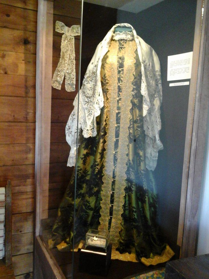 Платье жены Пугачева.